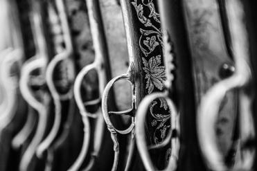 Dettagli di un'incisione su una carabina in mostra al museo del Bargello di Firenze
