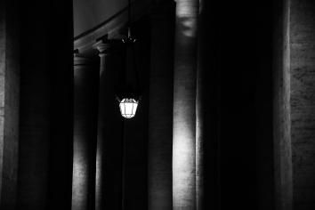 Lanterna del porticato di Piazza San Pietro a Roma